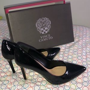 VINCE CAMUTO + black + GLOSSY LEATHER HEELS